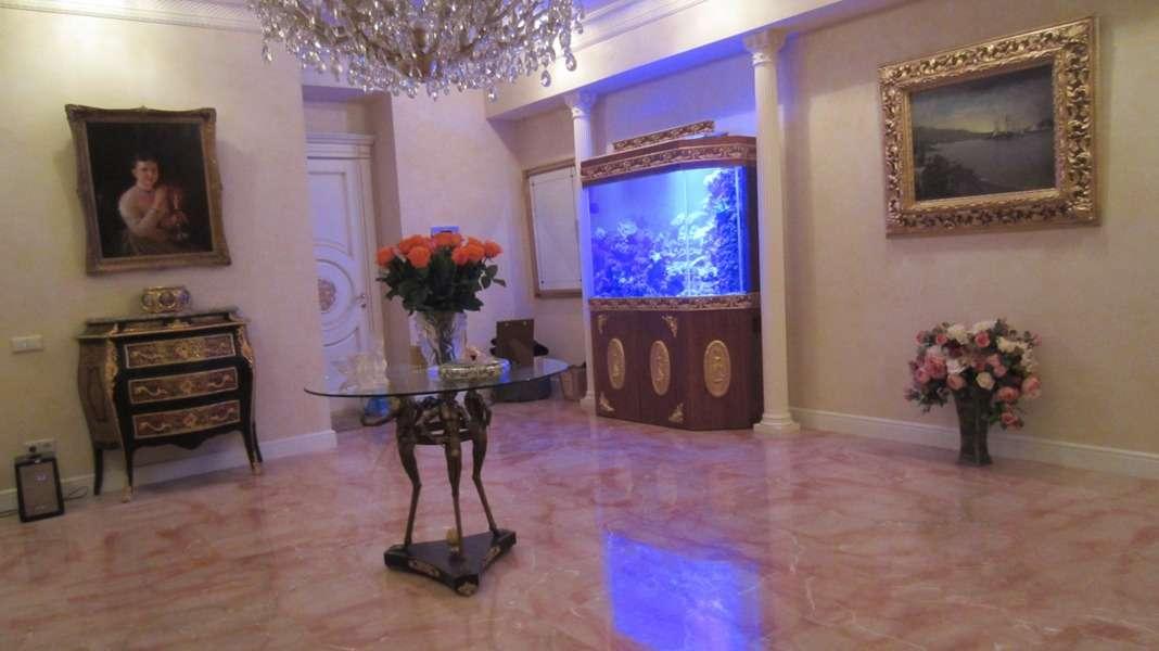 Морской аквариум в интерьере квартиры.